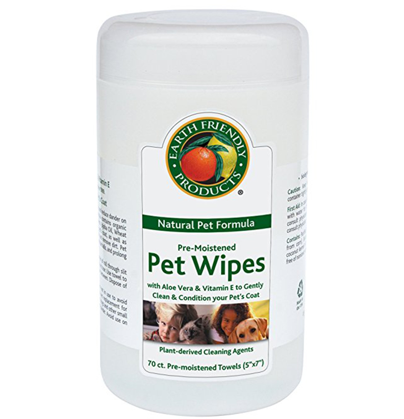 Dogs with wrinkles need cleaning with pet wipes